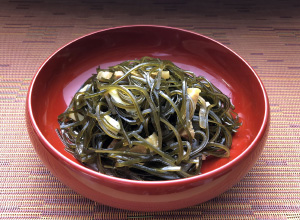 Stir-fried and boiled kelp